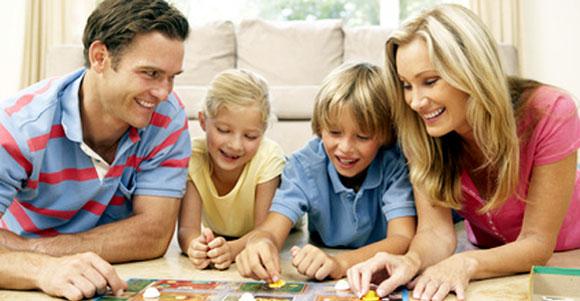 Premiers jeux de société en famille avec les enfants